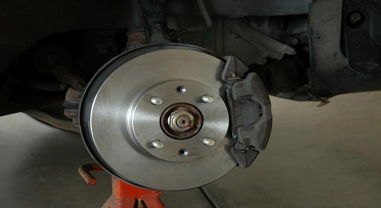 Comment vérifier le système de frein de service ?
